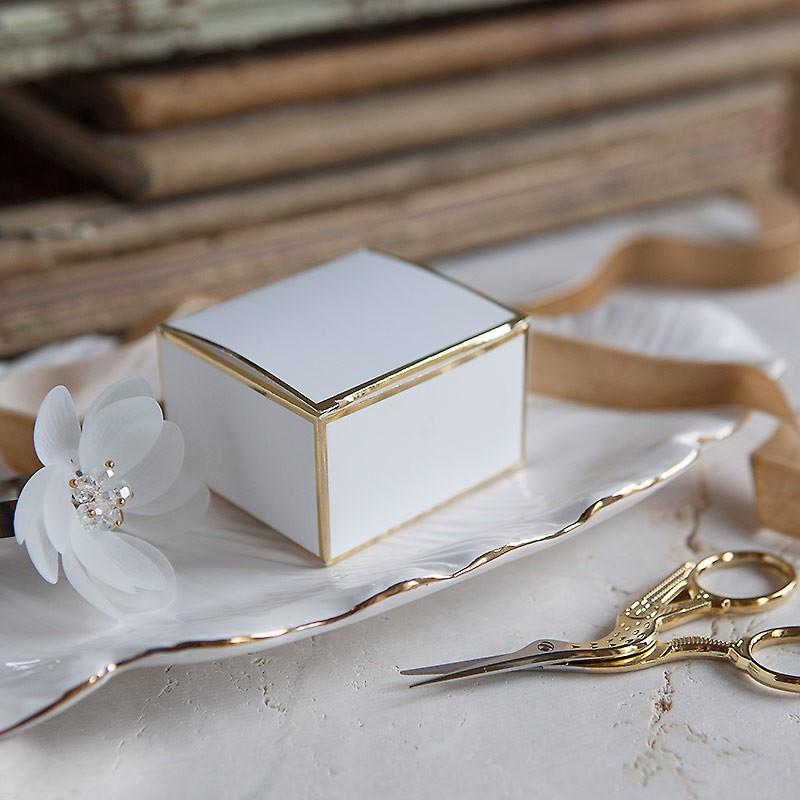 pudełka ozdobne ze złotym rantem