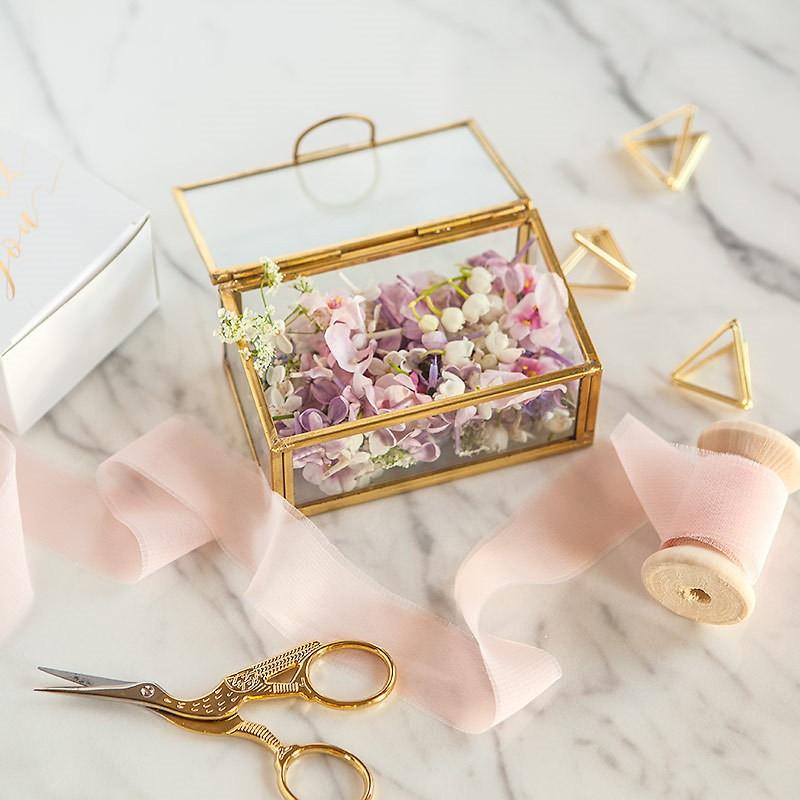 szklana szkatułka ze złotymi rantami