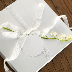 PUDEŁKO dekoracyjne płaskie z wieczkiem białe 16,5x16,5cm